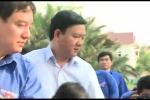 Video: Bí thư Thăng đi vớt lục bình, làm sạch kênh ô nhiễm