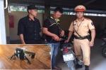 Hà Nội: Mang súng đi trộm chó, đôi nam nữ bị cảnh sát tóm gọn