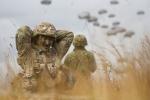Xem binh sỹ Mỹ, Canada nhảy dù chiến thuật ở Australia