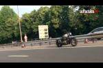 Video: Giật mình nhìn 'xe máy ma' tự chạy trên cao tốc giữa ban ngày