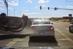 Video: Cảnh sát giao thông suýt chết trong gang tấc khi chiếc xe bay vào đúng nơi vừa rời gót