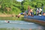 Lao xuống cứu bạn, 2 học sinh Hà Nội bị nước cuốn mất tích
