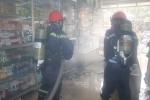 Phá cửa, cứu 4 người mắc kẹt trong căn nhà bốc cháy dữ dội