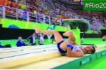 VĐV thể dục dụng cụ gãy gập chân khi thực hiện bài thi ở Olympic