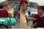 'Tóc vàng hoe' đầu trần thách thức CSGT: Người chống đối ở Việt Nam cần xem video này