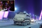 Bắt tại trận hàng loạt xe tải chở bùn đất 'bôi bẩn' khắp mặt cầu Nhật Tân