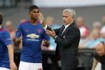 Mourinho đang hại chết, hay nâng bước Rashford?