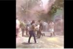 Học sinh 'nhuộm' cổng trường bằng bột màu sau lễ trưởng thành gây xôn xao dư luận