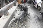 Xe máy cháy dữ dội trên cầu vượt ở Hà Nội