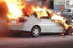 Ô tô tại sân bay Nội Bài bốc cháy, một người chết