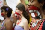 Brazil truy lùng nghi phạm vụ 30 đàn ông hiếp dâm bé gái 16 tuổi