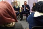 Thủ tướng Anh: Phụ nữ Hồi giáo sẽ bị trục xuất nếu không học tiếng Anh