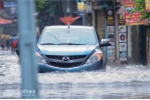 Cách lái xe an toàn qua đường ngập nước