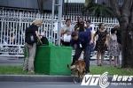 Đặc vụ Mỹ và chó nghiệp vụ dày đặc bên ngoài nơi ông Obama nói chuyện