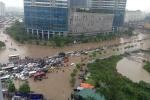 Ảnh: Ngập mọi ngả đường, giao thông Hà Nội tê liệt