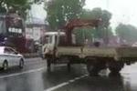 Clip: Xe tải cắt mặt đoàn xe hộ tống Tổng thống Obama