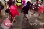 Clip: Hà Nội ngập nặng, dân hò nhau lội ra đường bắt cá 'khủng'