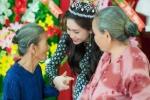Hoa hậu đông Nam Á Triều Thu xúc động bên các Mẹ Việt Nam anh hùng