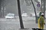 Đà Nẵng mưa lớn, nhiều tuyến đường chìm trong nước