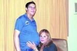 Người đàn ông chuyển giới mang bầu đã sinh con