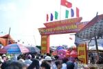 Hàng ngàn người đổ về chợ Viềng chờ 'mua may bán rủi'