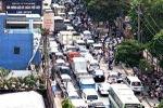 Kẹt xe, trẻ suýt chết vì đẻ rơi trên taxi