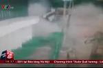 Clip: Tù nhân nổ bom phá tường, ồ ạt vượt ngục