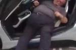 Clip: Tài xế mập 'vùng vẫy' để thoát khỏi siêu xe BMW i8