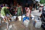 Dân khát nước vì đường ống nước sông Đà vỡ