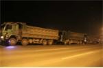 Ảnh: Trắng đêm xử lý 'tập đoàn' xe quá tải 'quyết sống còn' trên đại lộ Thăng Long