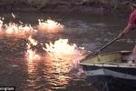 Clip: Con sông ô nhiễm bốc cháy ngùn ngụt khi bị châm lửa đốt
