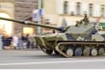Ảnh quân sự: Cận cảnh xe tăng lội nước, nhảy dù