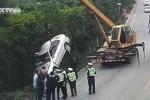 Clip: Lái xe quá tốc độ trên đường trơn gây tai nạn thảm khốc liên hoàn