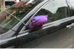 Bi hài cách bảo vệ gương chiếu hậu ô tô chỉ có ở Việt Nam