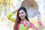 Nữ du học sinh Việt xinh đẹp mặc áo dài, khoe dáng cực chuẩn