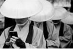 Video: Khi võ sĩ samurai cũng nghiện smartphone