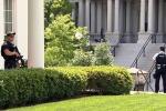 Người đàn ông mang súng đến đe doạ, Nhà Trắng 'bế quan' 45 phút