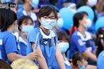CĐV Than Quảng Ninh đeo khẩu trang mỉa mai lệnh cấm của VPF