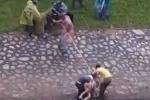 Clip: Giải cứu cô gái nhảy sông Tô Lịch giữa trời giá rét