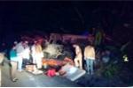 Gần 4 giờ giải cứu nạn nhân vụ lật xe đầu kéo trên đỉnh đèo
