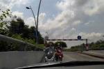 Clip: Tài xế 'cứng' nhất quyết không nhường xe máy đi ngược chiều
