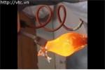 Video: Xem quá trình làm tác phẩm thủy tinh nghệ thuật đẹp mê hồn
