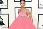 Váy hở hang, quái đản tràn ngập thảm đỏ Grammy