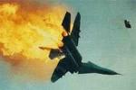 Hình ảnh máy bay cháy nổ ngùn ngụt trên trời