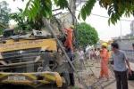 Xe bơm bê tông đâm nát trạm biến áp, 300 hộ dân mất điện