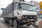 Hà Nội: Lái xe tải 'thoát y' thách thức CSGT