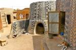Nhà bằng phân bò kỳ quái của bộ tộc nghèo nhất thế giới