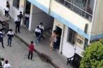 Sốc cảnh thầy giáo không mảnh vải che thân đòi cưỡng hiếp nữ sinh giữa sân trường