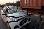 Taxi nát bét sau cú đâm xe container, 3 người thương vong