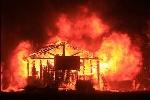 Clip: Cháy rừng như tận thế thiêu rụi hàng trăm ngôi nhà ở California